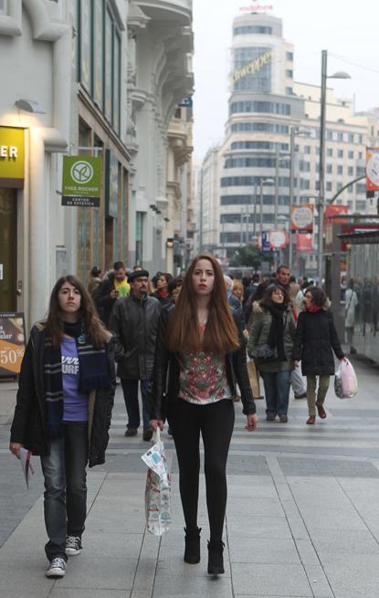 13l18 Madrid La Gran Vía Mujer joven