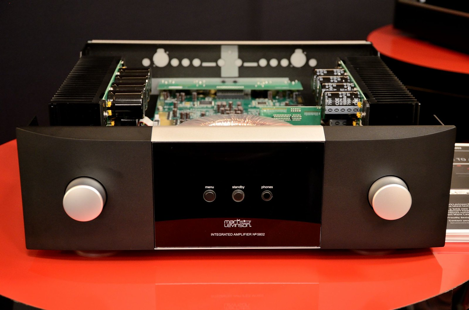 Mark Levinson 5000 Series Integrated Amps Introduced at RMAF