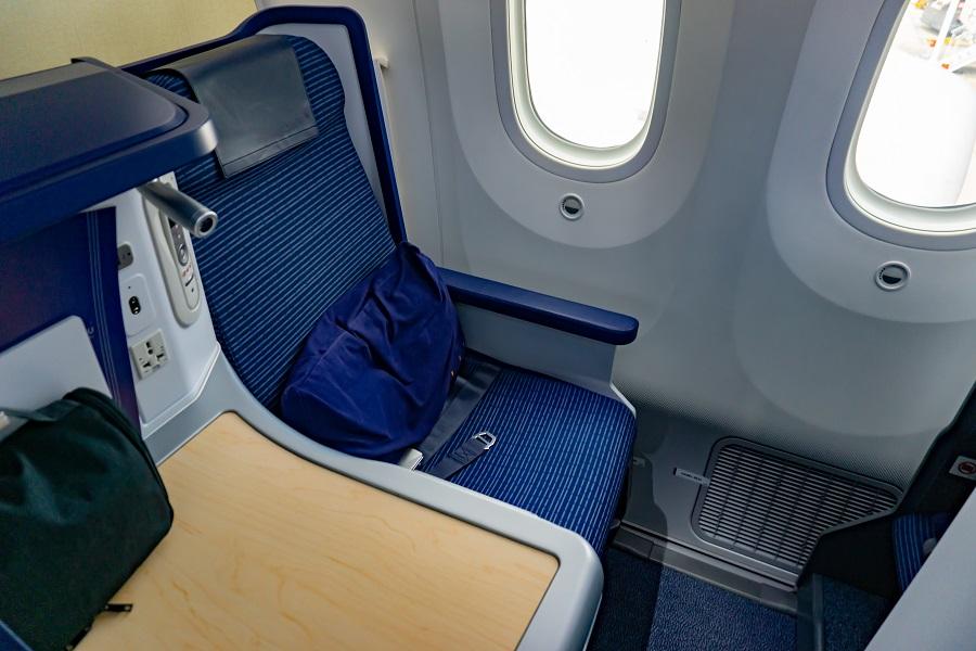 マイルがあれば,特典航空券でビジネスクラスにだって乗れる!