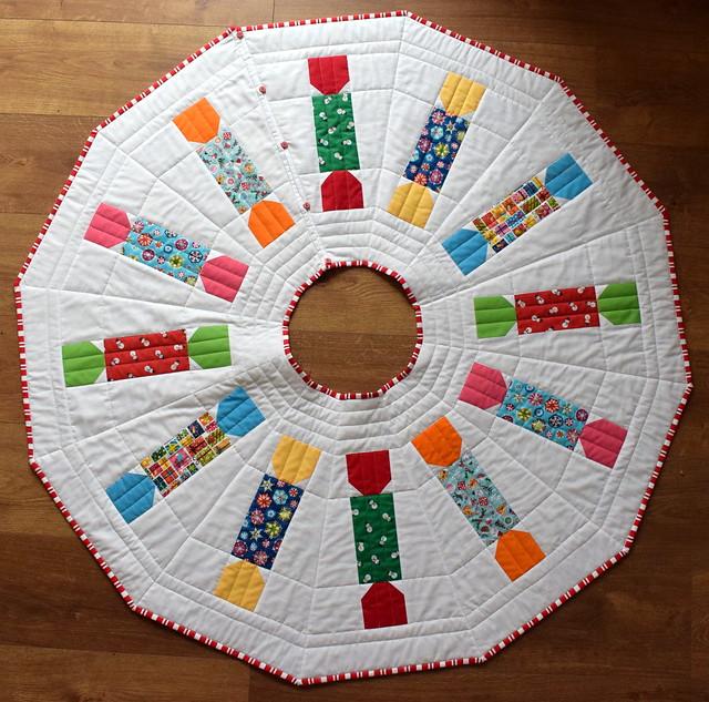 Christmas Cracker Tree Skirt (class project)