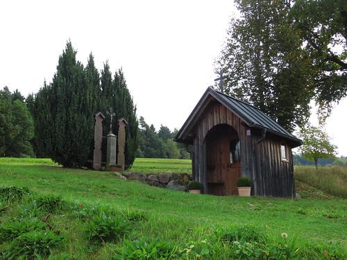20170928 01 389 ostbay Kapelle TotenBretter Wiese Bäume
