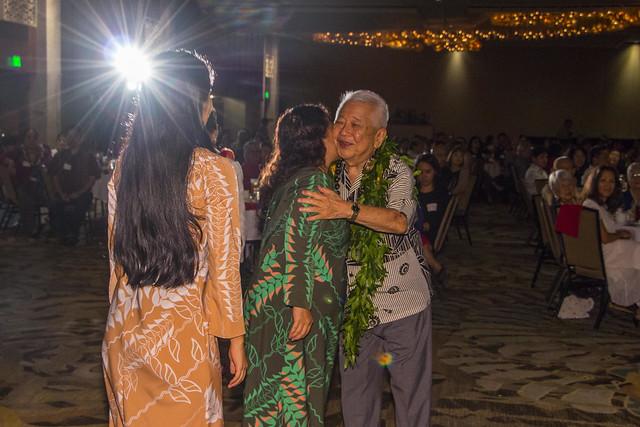 HUOA honors Dr. Izutusu