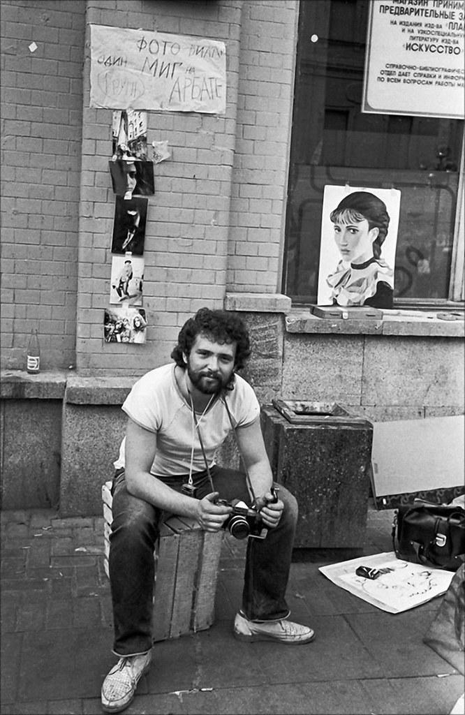 1989. Володя Павленко (Вилли) в роли арбатского фотографа. Москва