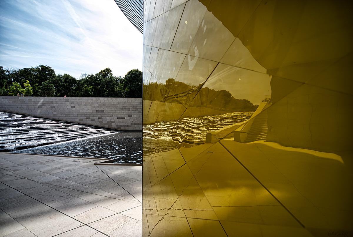 jeux de reflets à la Fondation Louis Vuitton 44503204814_d66bbef1c2_o