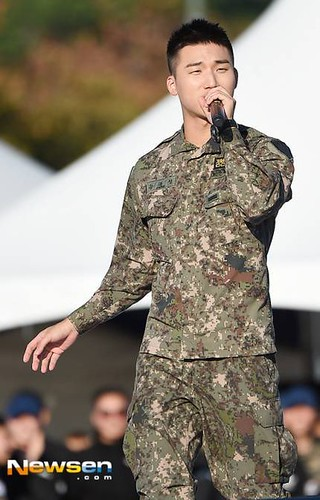 Taeyang Daesung Ground Forces Festival 2018-10-08 Day 3 (1)