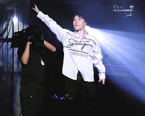 BIGBANG via vivivi1212_ - 2018-09-20  (details see below)