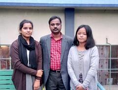 डॉ. धीरज साहा (मध्य), मीनू भारती (दायें), प्रियंका राय (बायें)