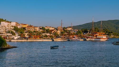 Neos Marmaras, Port