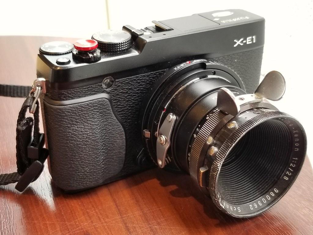 今日のカメラ。X-E1, Arriflex-Cine-Xenon 28mm f2。マウントアダプターは2段積み。自作Arri STD-LMマウントアダプター、Haoge LM-FXヘリコイドマウントアダプター。