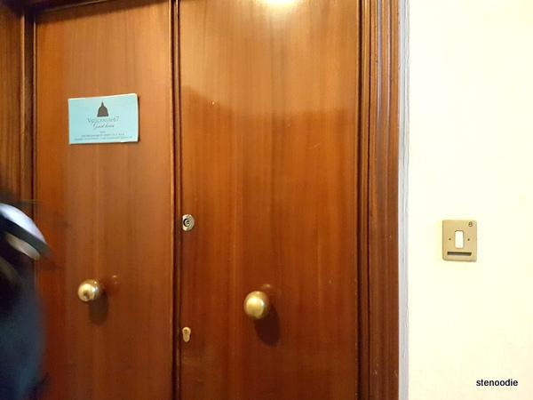 Vaticanum 67 doorway