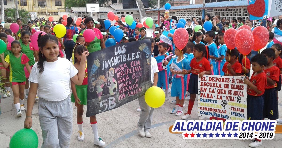 Niños y niñas estudiantes iniciaron con semana festiva
