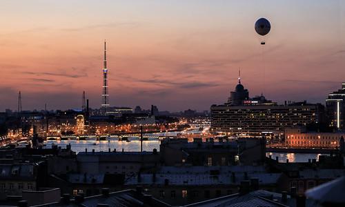 citylights skyline eveninglight abendlicht cityscape stadtlandschaft river fluss neva newa нева́ balloon ballon 2018 anymotion travel reisen saintpetersburg sanktpetersburg санктпетербу́рг russia russland 6d canoneos6d