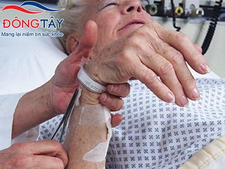 Hạ đường huyết là biến chứng thường gặp ở người tiểu đường tuýp 2