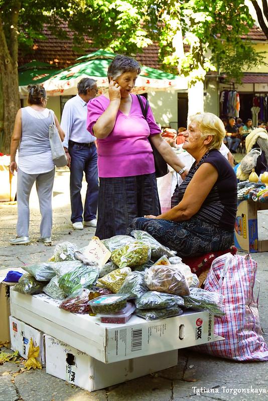 Продажа трав на рынке в Требине