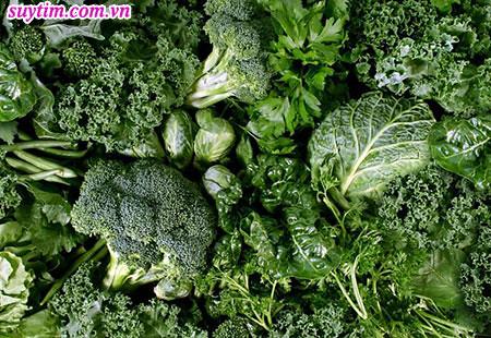 Nếu bạn đang dùng thuốc chống đông, hãy tránh các loại rau có lá màu xanh thẫm