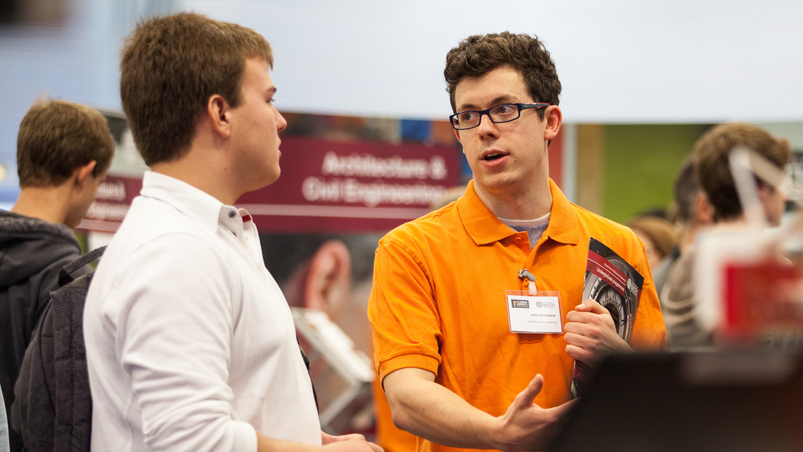 A current student chats to applicants on open day