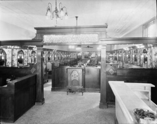 Interior of the Olympia Tea Room, Toronto, Ontario / Intérieur du salon de thé du restaurant Olympia, Toronto (Ontario)