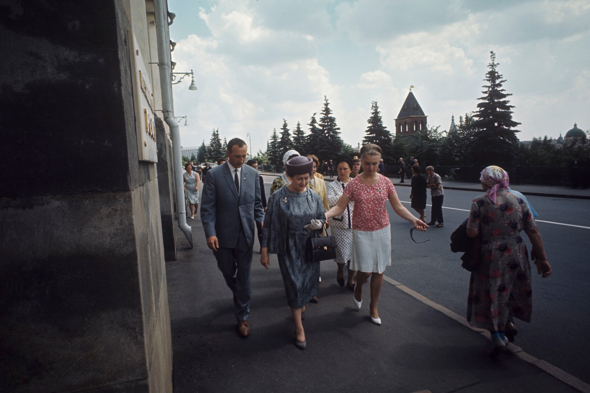 Ивонна де Голль, супруга президента Франции, у Большого Кремлевского дворца