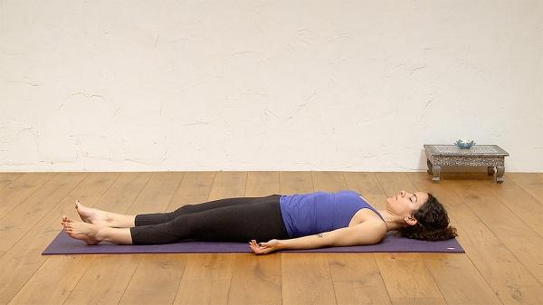 Bài tập yoga ở tư thế nằm ngủ
