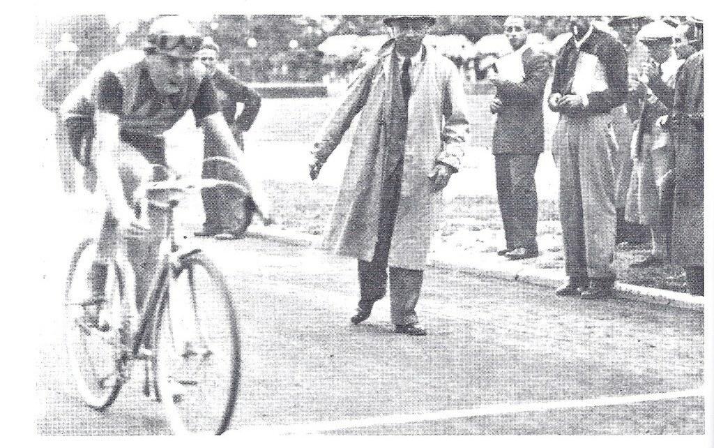 Arrivo vittorioso di F.Coppi nella tappa Firenze-Modena (Giro 1940)