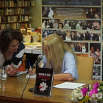 Thess. HIR 2018,Vassula signing her autobiography