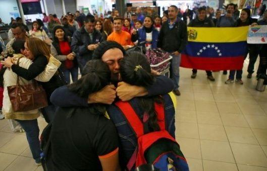 Por violência e xenofobia, 250 venezuelanos voltam ao seu país vindos do Brasil