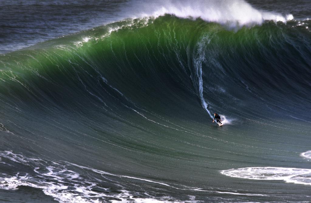AV12 AV28 Luis Lobo Henriques (Portugal) - Wave - Tomada en Nazaré, Portugal el 10-02-2017