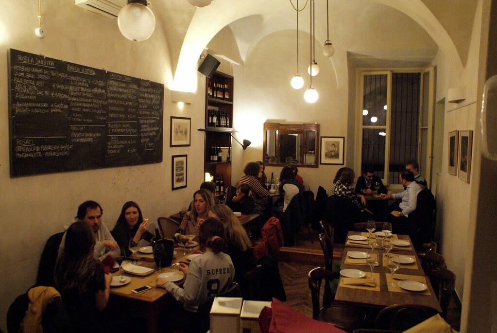 A l'étage du Bar à vin Cantine Matteotti à Gênes.