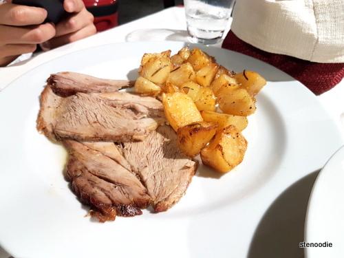 Petto di vitella alla Fornara con patate arrosto