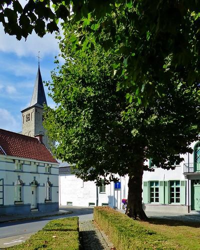 Ename 03 - Van dorp tot bos - Sint-Laurentiuskerk