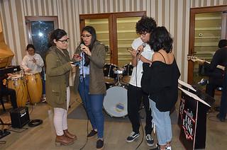 Más de 30 jóvenes estudiantes de 5.° año de secundaria de diferentes colegios de Lima asistieron el pasado sábado 3 de noviembre al Taller-Conversatorio de Música de la USIL, que se realizó en el campus Pachacámac.