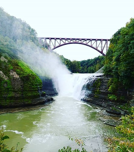 Upper Falls, with the new railroad bridge. I actually prefer the new bridge to the old. Arches are more graceful than old box-style brace trestles. #letchworthstatepark #ilovenewyork #geneseeriver #waterfall