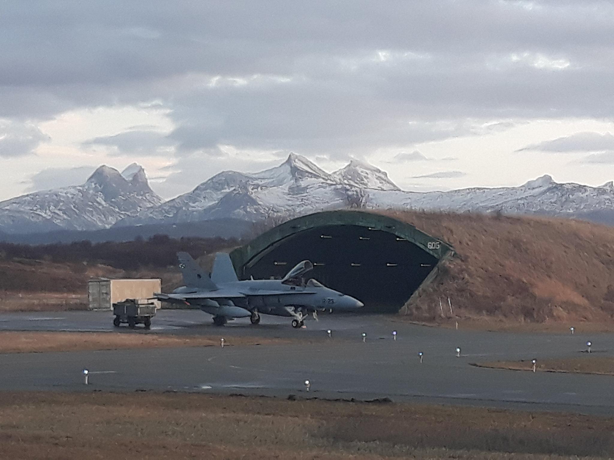 F-18 en la base aérea noruega de Bodo