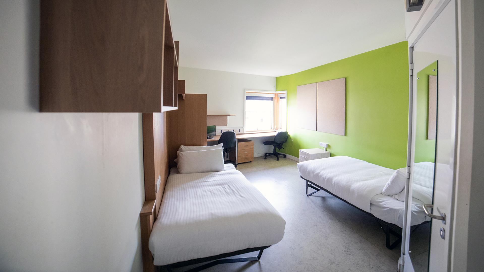 A twin en-suite bedroom in Woodland Court