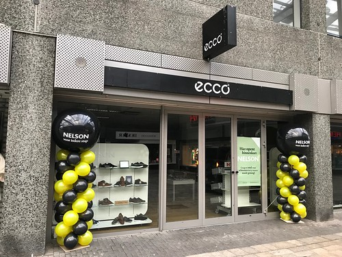 Ballonpilaar Breed Rond Opening Nelson Schoenen Winkelcentrum Leidsenhage Leidschendam