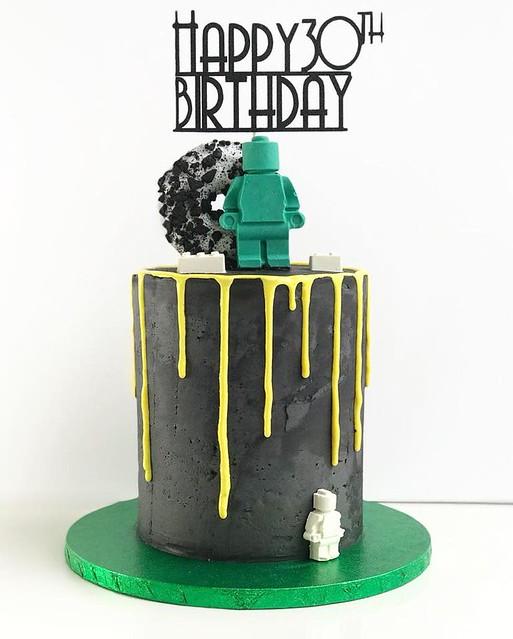 Cake by KAWSCakes
