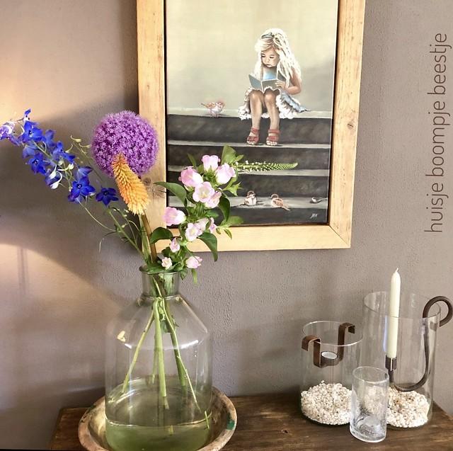 Sidetable zomer styling vaas bloemen