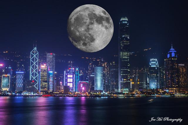 中秋節快樂~Photoshop自製的第一張合成圖✌️ 圖片係2018年08月25日 - 海運觀點攝的 月亮是多年前用數碼相機攝的 所以絕對沒版權問題