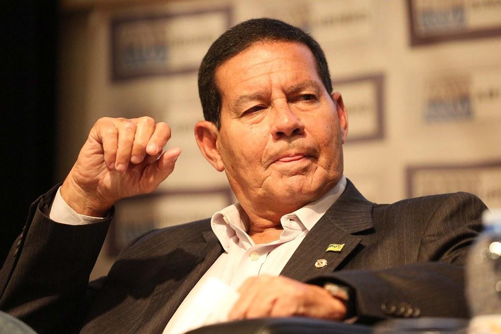 Vice-presidente, Mourão ignora pressão para manter postura discreta no cargo, General Mourão