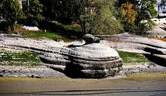 Normalement ce rocher est en partie immergé