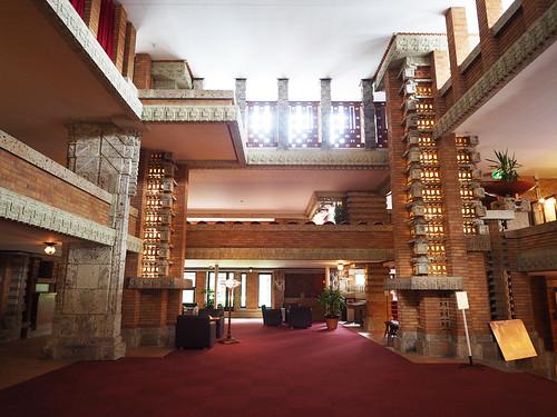 帝国ホテル中央玄関内部1