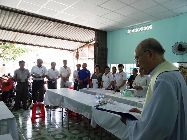 Cha Vinh Sơn Vũ Ngọc Đồng làm phép nhà