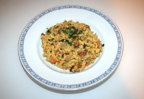 Fussili stew with beans & carrots - Served /  Spirelli-Topf mit Bohnen & Möhren - Serviert