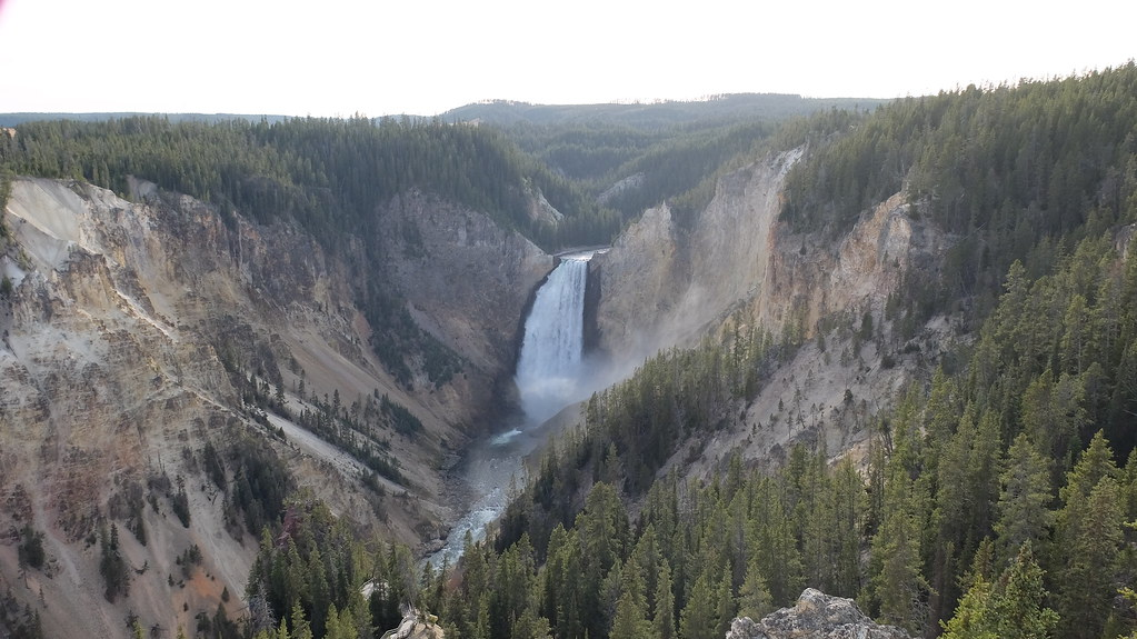 Un pequeño salto para el Yellowstone, un gran salto para el cañón