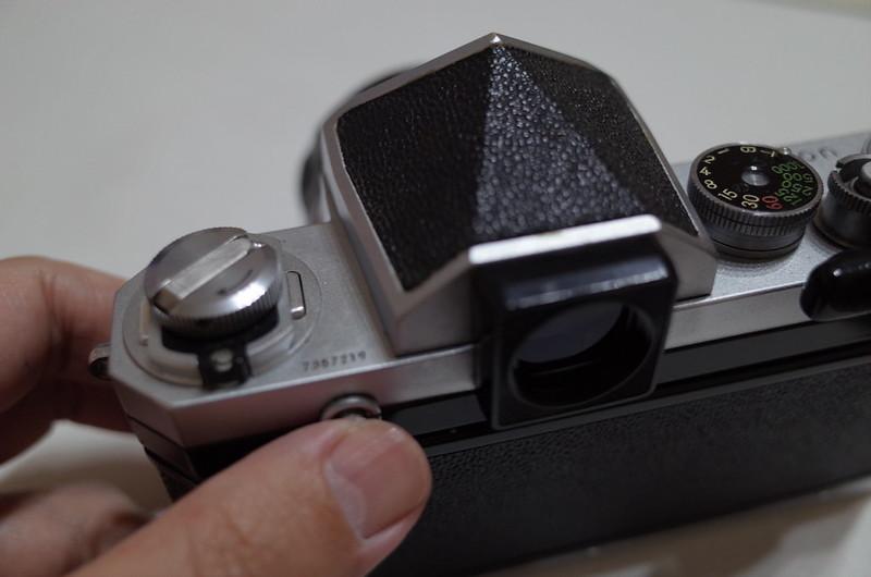 Nikon Fからアイレベルファインダーを外す