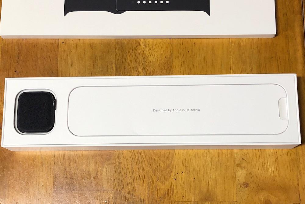 Apple Watchの箱を開ける