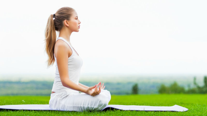 How To Make Your Mind More Positive Using Yoga and Meditation