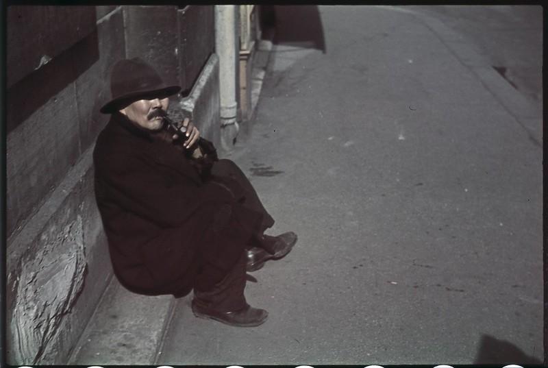 Париж под пятой оккупантов на фотографиях Андре Зукка. Часть 10. 1942. Париж, когда там война-7