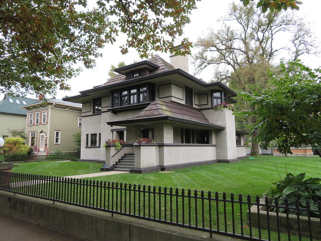 Hills-DeCaro House, Oak Park