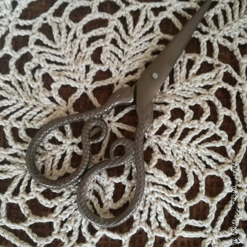 crochet , doily , scissors (5)